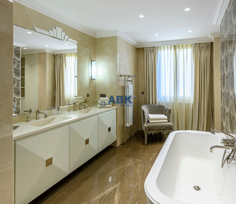 EXCLUSIVE FLOOR-THROUGH APARTMENT VILLA DE ROME