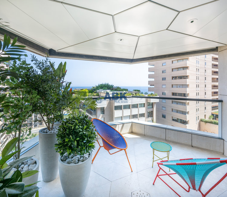 PENTHOUSE - GOLDEN OPPORTUNITY PRIVATE GARDEN & SWIMMING POOL