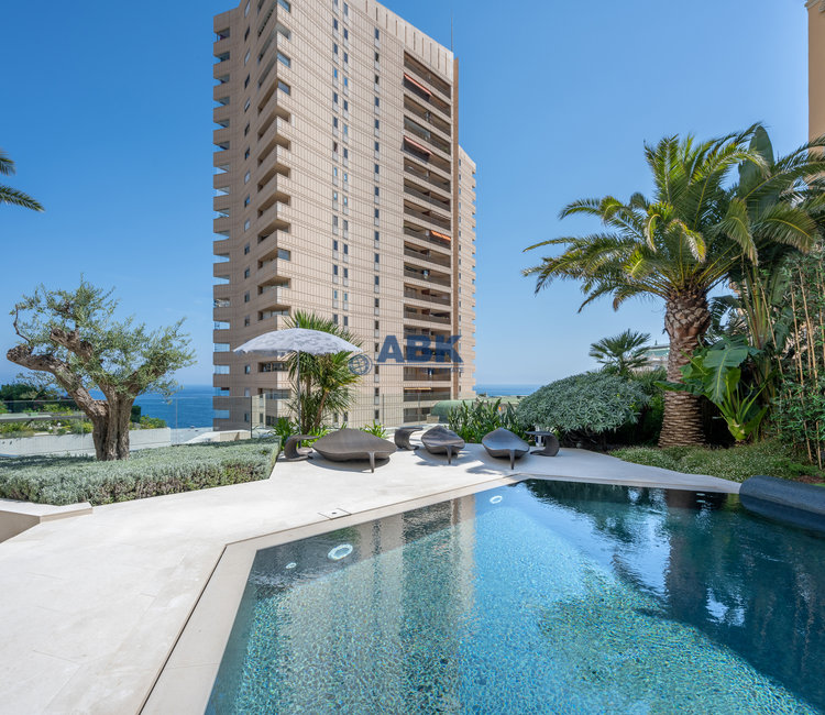 LARGE APARTMENT PENTHOUSE  CLOSE TO THE CASINO