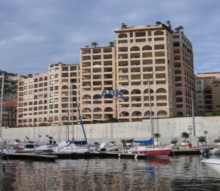 EXCEPTIONAL 3 BEDROOMS APARTMENT - FONTVIEILLE