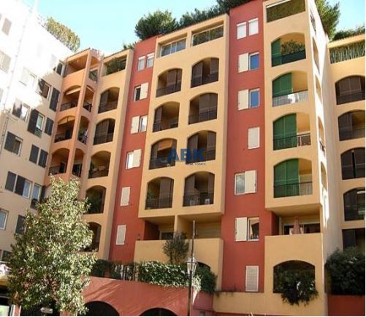 OFFICE WITH WINDOWS IN FONTVIEILLE