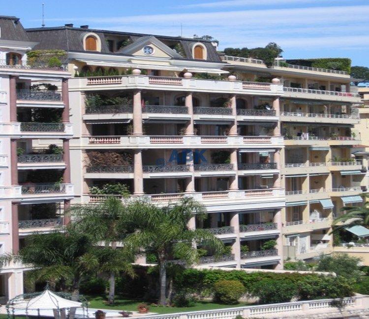 EXCLUSIVE FLOOR-THROUGH APARTMENT VILLA DE ROME